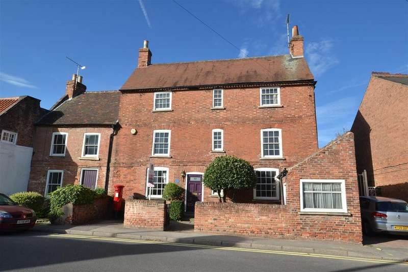 6 Bedrooms Link Detached House for sale in Westgate, Southwell