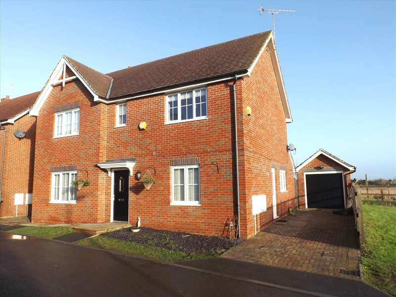 4 Bedrooms Detached House for sale in Saxon Gate, Burghfield, Reading, RG30