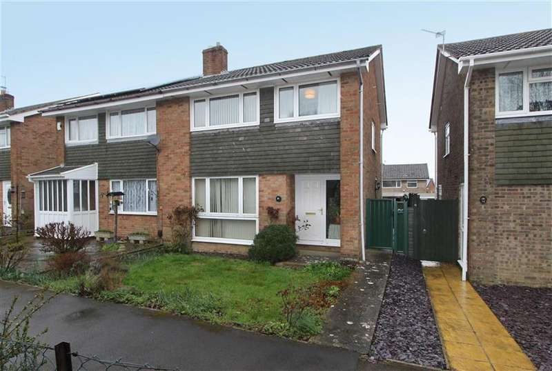 3 Bedrooms Semi Detached House for sale in Robin Way, Chipping Sodbury, Bristol