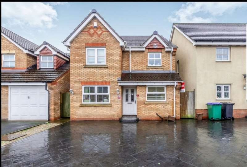 3 Bedrooms Detached House for sale in St. Peter Croft, Wednesbury, West Midlands, WS10