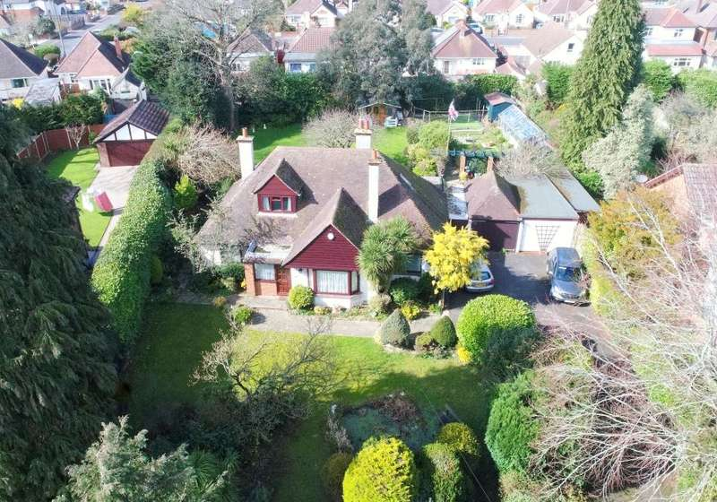 4 Bedrooms Detached House for sale in New Road, Northbourne, Dorset, BH10 7DN