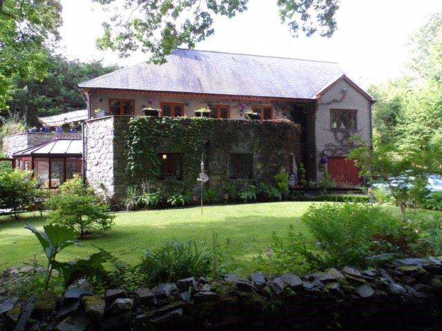 5 Bedrooms Detached House for sale in Cysgod Y Coed, Llanbedr, LL45 2LH