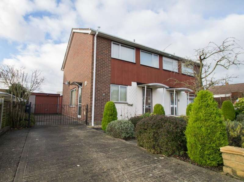 3 Bedrooms Detached House for rent in Whins Close, Camberley