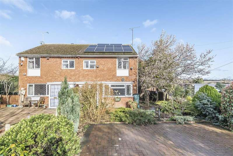 3 Bedrooms Semi Detached House for sale in Bell Foundry Lane, Wokingham, Berkshire RG40 5QE