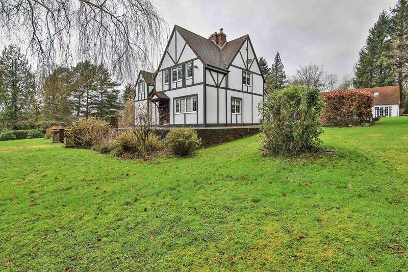 4 Bedrooms Detached House for sale in Werfa, Aberdare