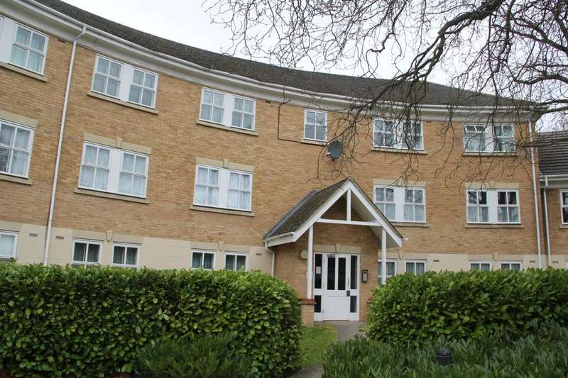 2 Bedrooms Flat for sale in Hurworth Avenue, Langley, Slough, SL3