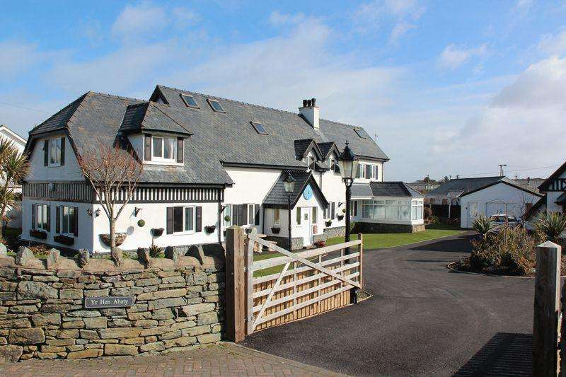 5 Bedrooms Detached House for sale in Ravenspoint Road, Trearddur Bay