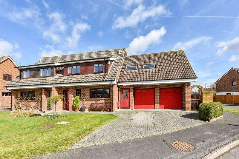 4 Bedrooms Semi Detached House for sale in Mercia Avenue, Charlton, Andover