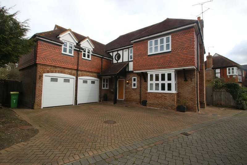 5 Bedrooms Detached House for sale in Glencrofts, Hawkwell