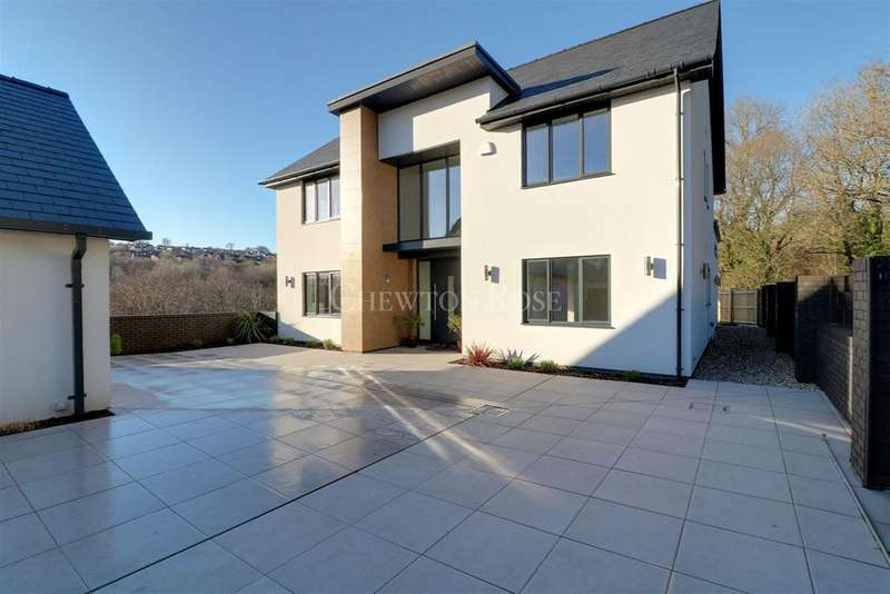 5 Bedrooms Detached House for sale in Hengoed, Mid Glamorgan