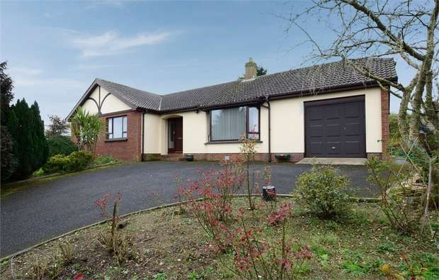 3 Bedrooms Detached Bungalow for sale in Castle Court, Rathfriland, Newry, County Down