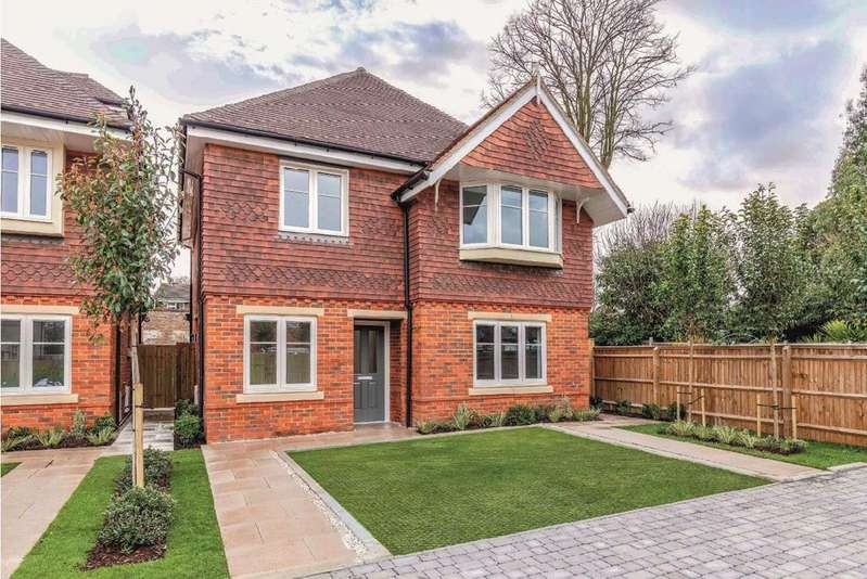 3 Bedrooms Detached House for sale in Clewer Gate, Clewer Hill Road, Windsor