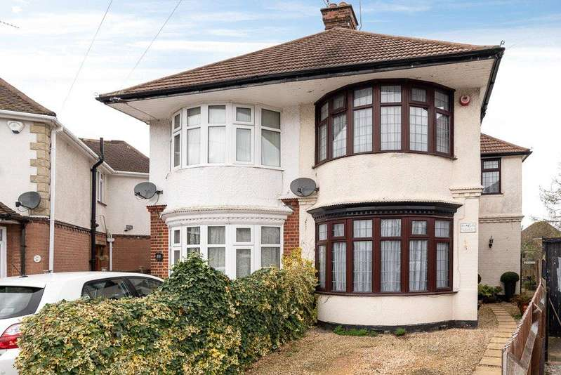 3 Bedrooms Semi Detached House for sale in St. Michaels Crescent, Luton, Bedfordshire, LU3