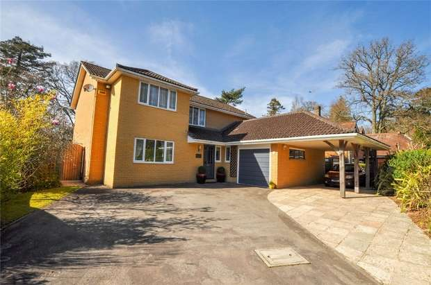 4 Bedrooms Detached House for sale in Royston Drive, WIMBORNE, Dorset