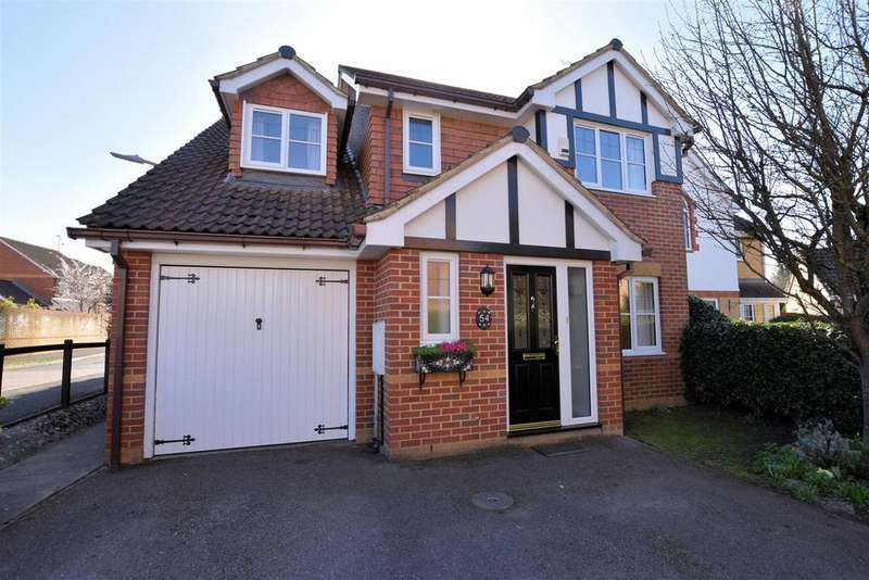 4 Bedrooms Detached House for sale in Woodfield Way, Theale, Reading