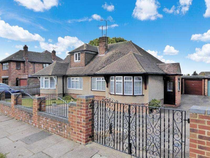 2 Bedrooms Semi Detached Bungalow for sale in Halfmoon Lane, Dunstable