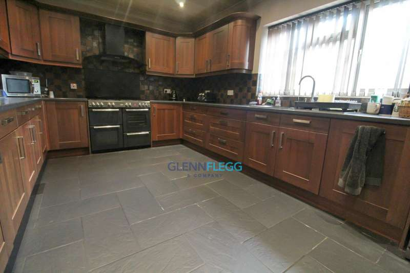 4 Bedrooms Semi Detached House for sale in Castleview
