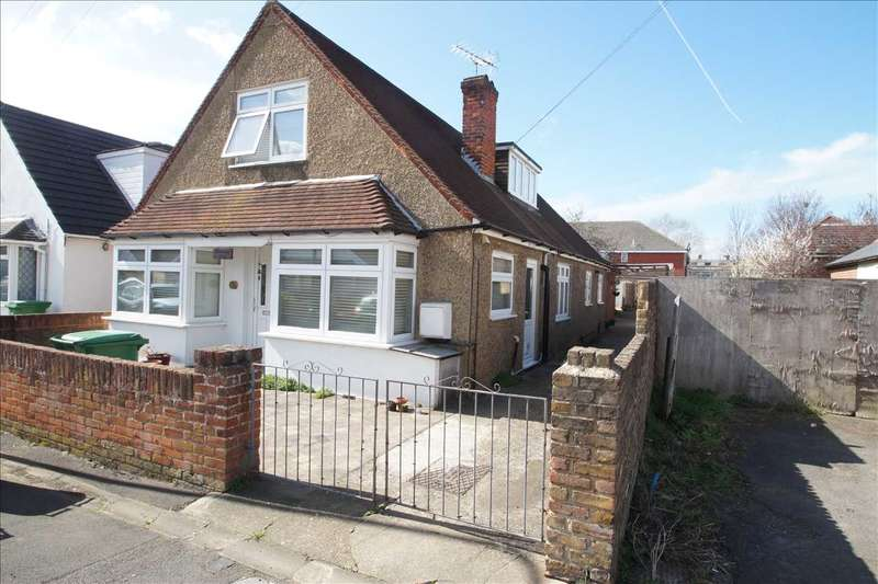 3 Bedrooms Semi Detached House for sale in Stowe Road, Cippenham, Slough
