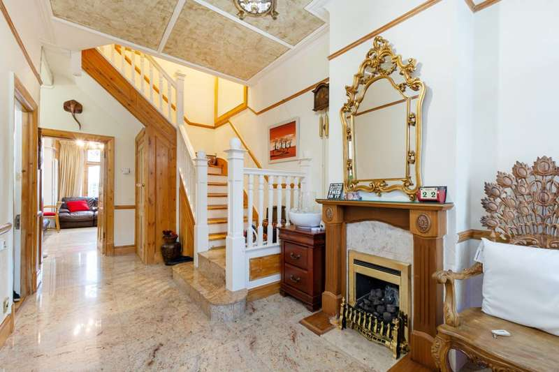 5 Bedrooms Semi Detached House for sale in Copley Park, Streatham Common, SW16