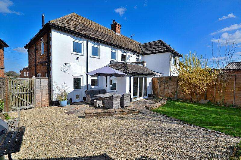 3 Bedrooms Semi Detached House for sale in Manor Road, Cheddington