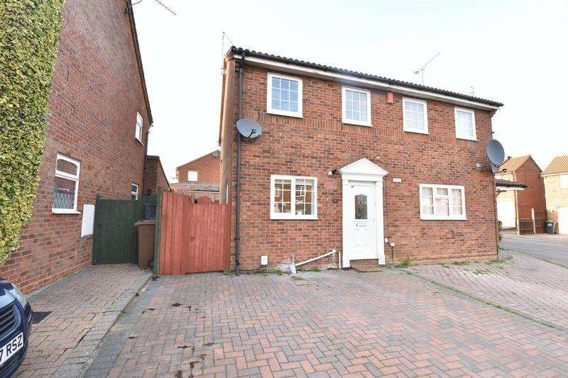 2 Bedrooms Semi Detached House for sale in Barnston Close