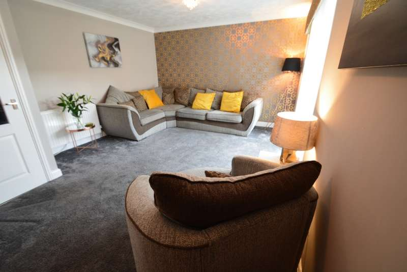 3 Bedrooms House for sale in Mains Drive, Erskine, PA8