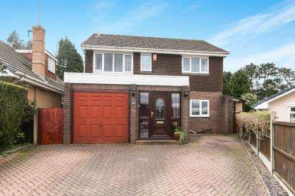 5 Bedrooms Detached House for sale in Ivy Farm Drive, Little Neston, Neston, Cheshire, CH64
