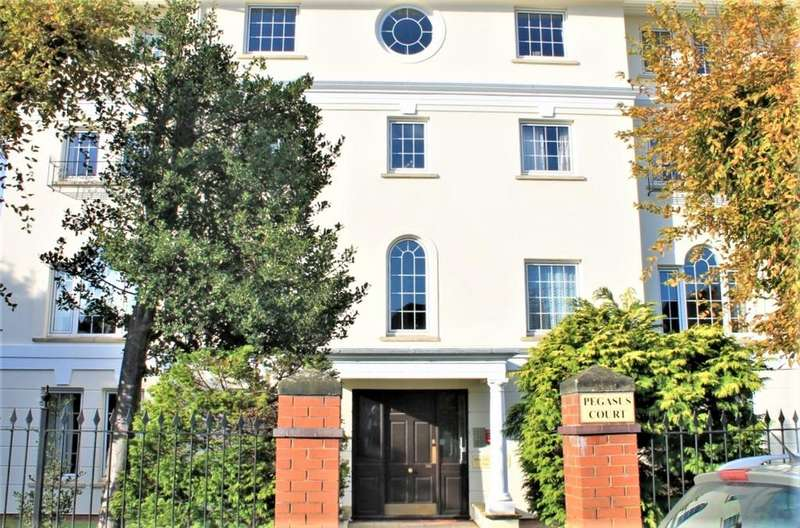2 Bedrooms Retirement Property for sale in Pegasus Court, GL51