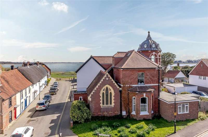 3 Bedrooms Flat for sale in Langstone High Street, Havant, Hampshire