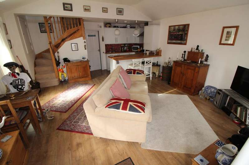 1 Bedroom End Of Terrace House for sale in Vale Court, High Street North, Dunstable