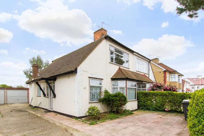 3 Bedrooms Semi Detached House for sale in Blackthorne Road, Chingford, E4
