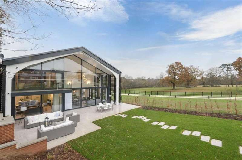 5 Bedrooms House for sale in Osborne Park, Hawkshead Road, Little Heath, Hertfordshire