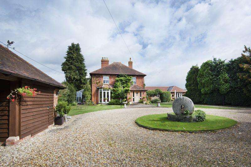 4 Bedrooms Detached House for sale in Highleadon, Newent