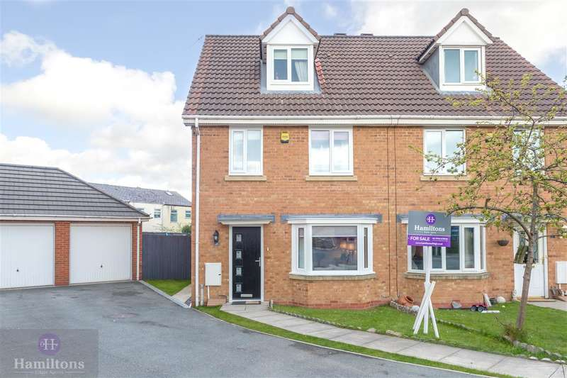 3 Bedrooms Semi Detached House for sale in Crompton Way, Lowton