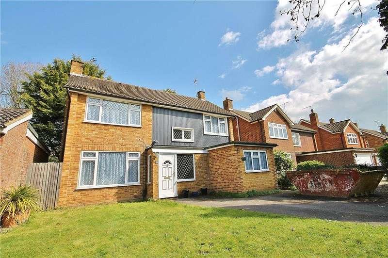 4 Bedrooms Detached House for sale in Minsterley Avenue, Shepperton, Surrey, TW17
