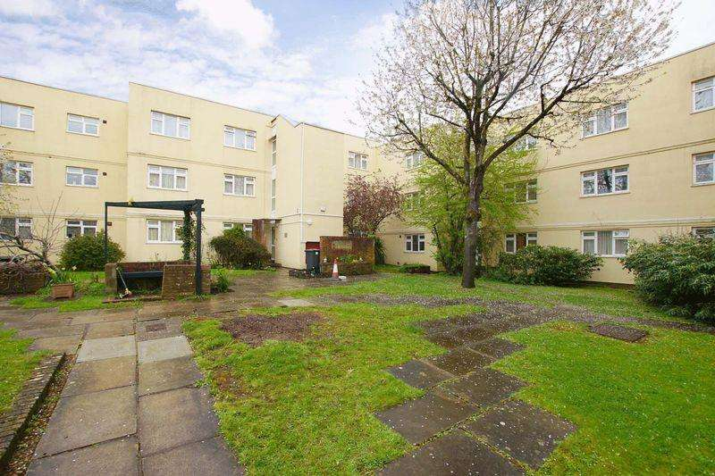 2 Bedrooms Apartment Flat for sale in Knightstone Place, Hencliffe Way, Bristol, BS15 3TW