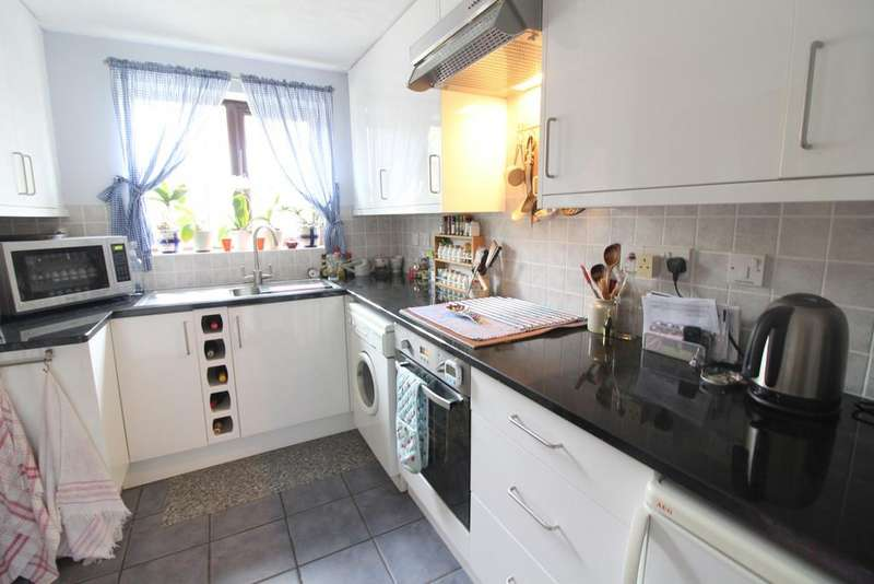 3 Bedrooms Link Detached House for sale in Chestnut Drive, Rogiet, Caldicot, NP26