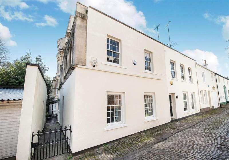 3 Bedrooms Coach House Flat for sale in Cobblestone Mews, Bristol