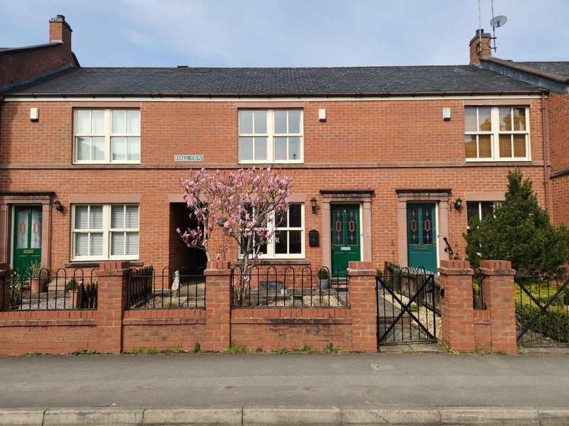 2 Bedrooms Terraced House for sale in High street, Tattenhall, Cheshire, CH3