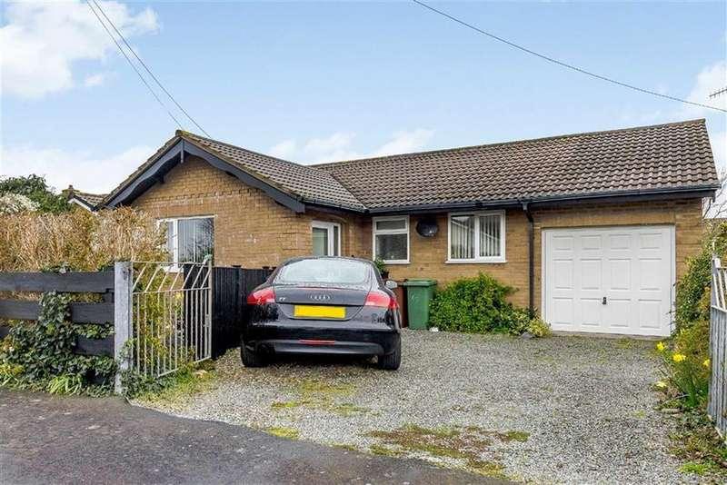 3 Bedrooms Bungalow for sale in 3, Ffordd Corsen, Fairbourne, Gwynedd, LL38