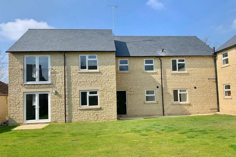 2 Bedrooms Apartment Flat for sale in Oaken Court, Cricklade Road, Cirencester