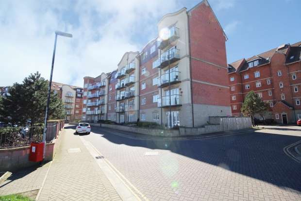 2 Bedrooms Apartment Flat for sale in Trafalgar House, Hartlepool, Cleveland, TS24 0ZD