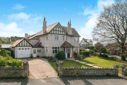 4 Bedrooms Detached House for sale in The Avenue, Prestatyn, Denbighshire, Uk, LL19