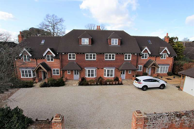 4 Bedrooms Mews House for sale in Old Orchard Mews, Mill Lane, Calcot, Reading, RG31
