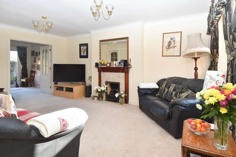 4 Bedrooms Detached House for sale in Node Hill Close, Studley, B80