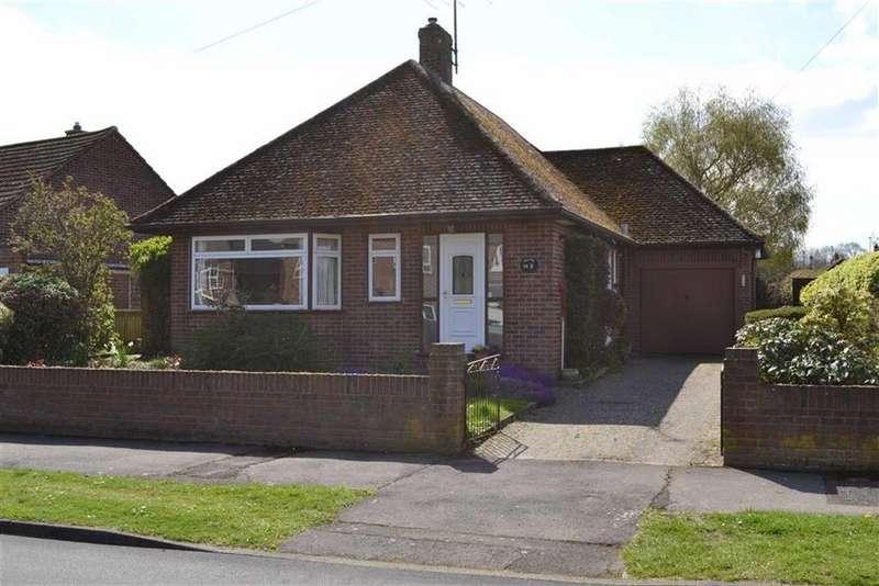 3 Bedrooms Detached Bungalow for sale in Chaucer Crescent, Newbury, Berkshire, RG14