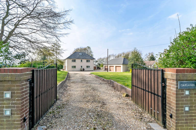 8 Bedrooms Detached House for sale in Chester Road, Higher Walton, Cheshire