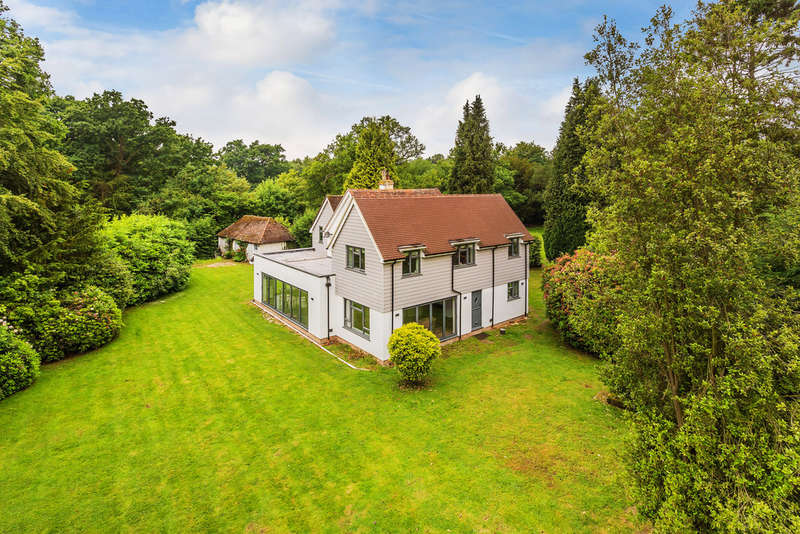 5 Bedrooms Detached House for sale in Domewood, Snow Hill, East Grinstead, RH10