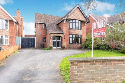 3 Bedrooms Detached House for sale in Finlay Road, Gloucester, Gloucestershire, England