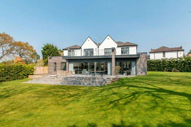 5 Bedrooms Detached House for sale in Woodhead Road, Hale